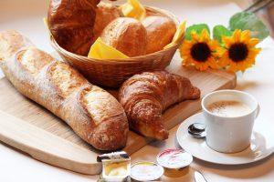 breakfast-1398259_brightness